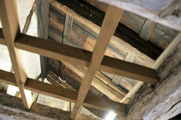 Foto Dachöffnung im jüdischen Museum Franken für das Laubhüttenfest