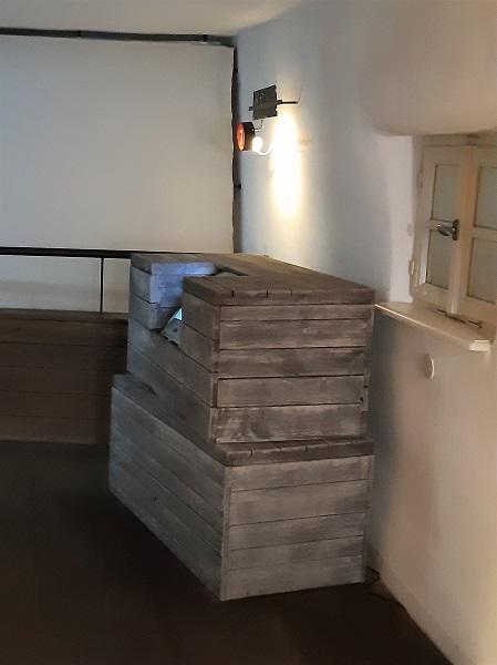 Foto zwei Holzkisten für die Ausreise nach Amerika
